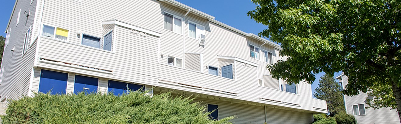 Yakama apartments with balconies